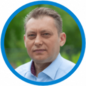 Dragan_vor Hecke_blauer Rand