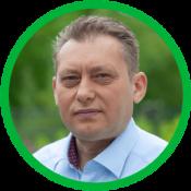 Dragan_vor Hecke_grüner Rand